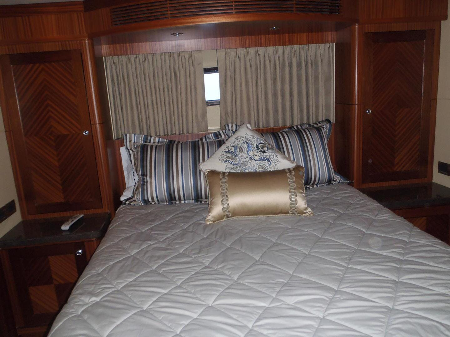 2013 Ocean Alexander 90' Sky Lounge Risky Business | Picture 4 of 65