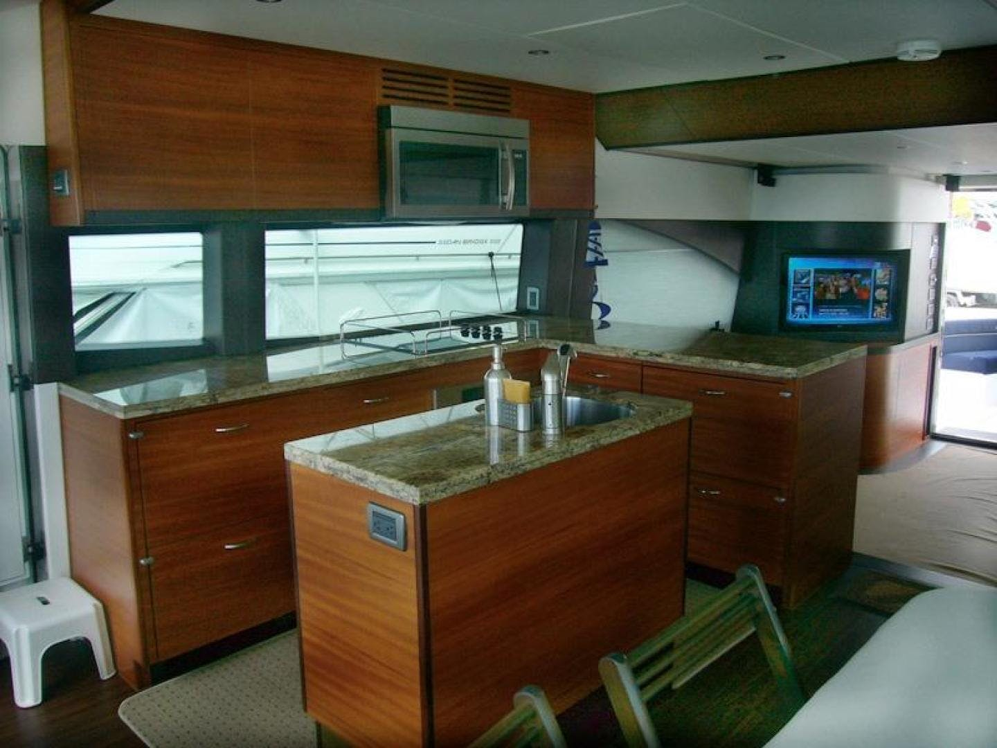 2013 Hatteras 60' 60 Motor Yacht  | Picture 2 of 14