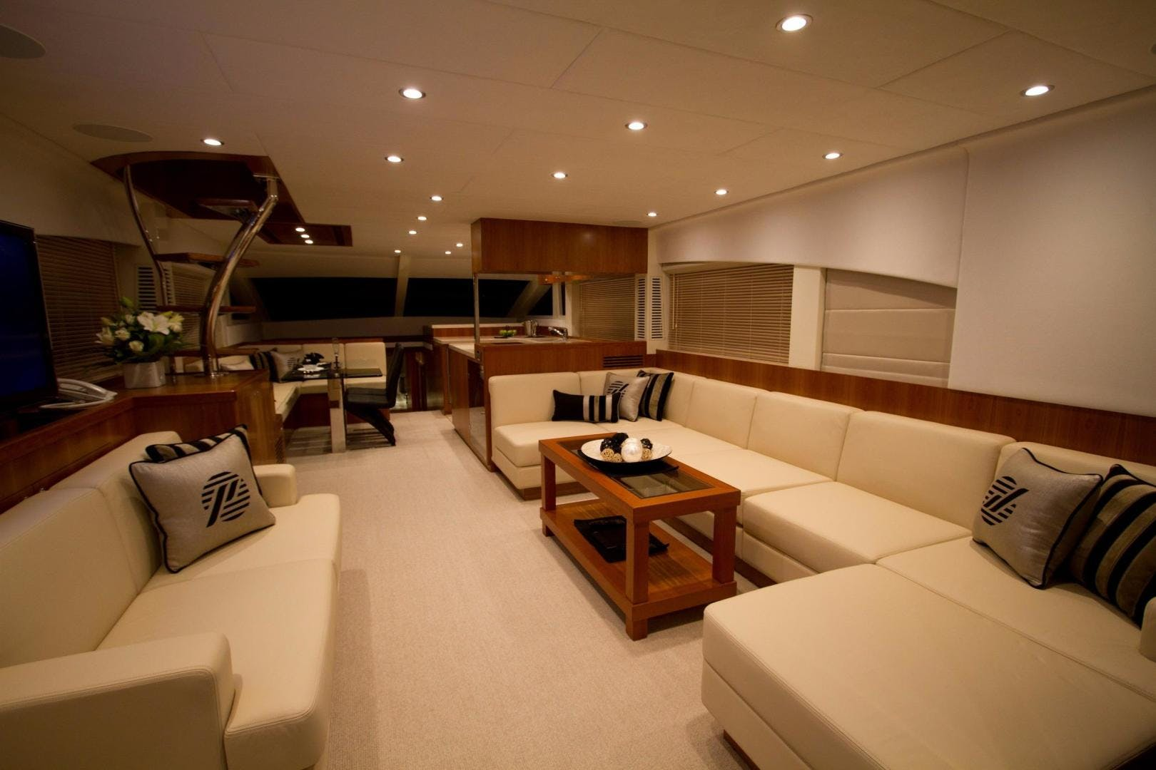 2017 Johnson 65' 65 SkyLounge M/Y    Picture 8 of 15