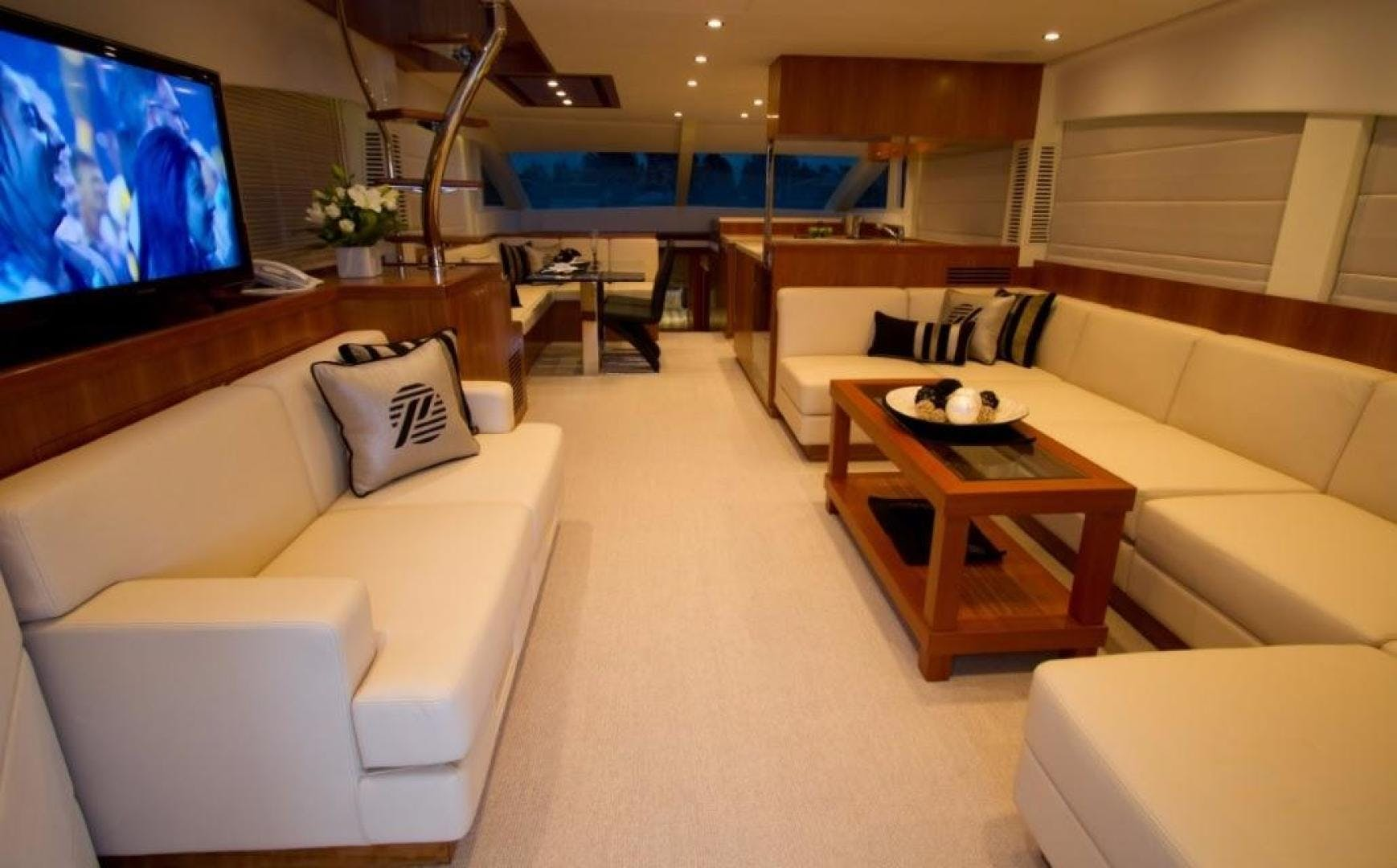 2017 Johnson 65' 65 SkyLounge M/Y    Picture 4 of 15