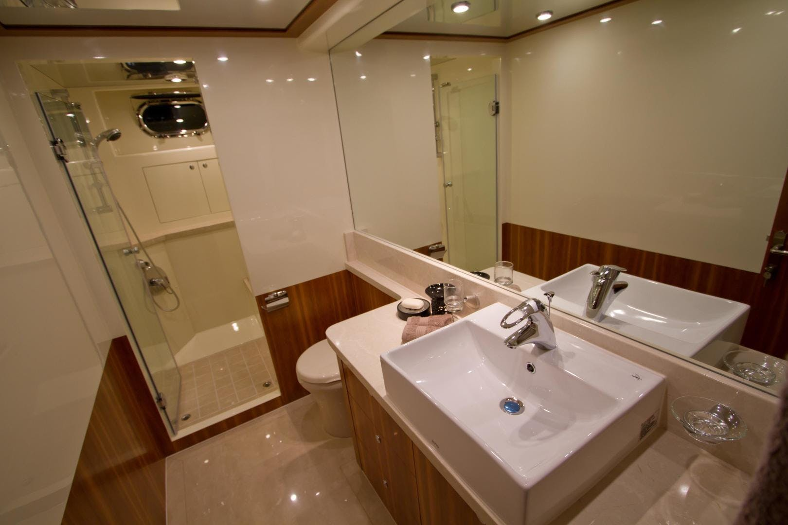 2017 Johnson 65' 65 SkyLounge M/Y    Picture 2 of 15