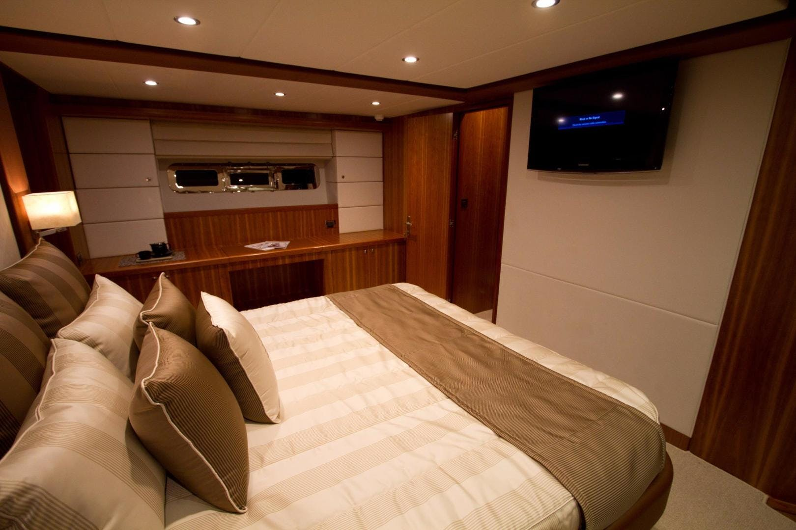 2017 Johnson 65' 65 SkyLounge M/Y  | Picture 3 of 15