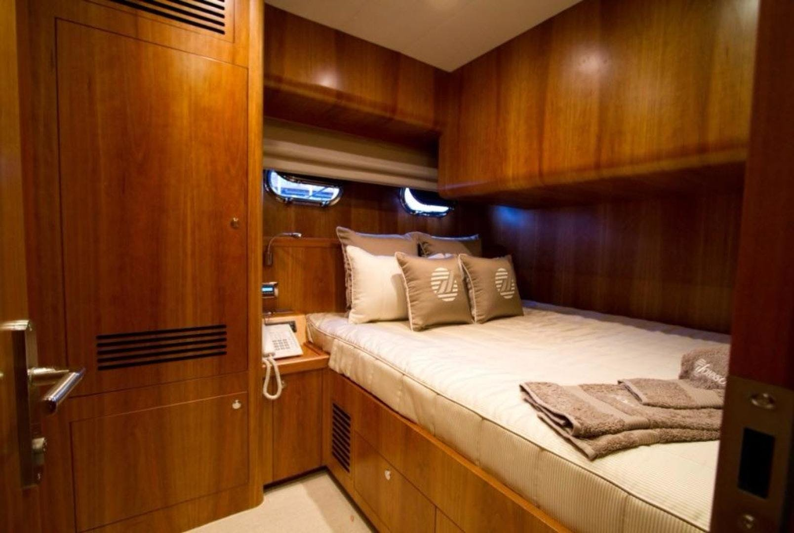 2017 Johnson 65' 65 SkyLounge M/Y  | Picture 6 of 15