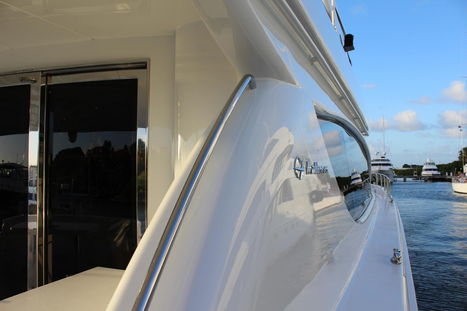 2004 Hatteras 80' 80 Motor Yacht  | Picture 6 of 74