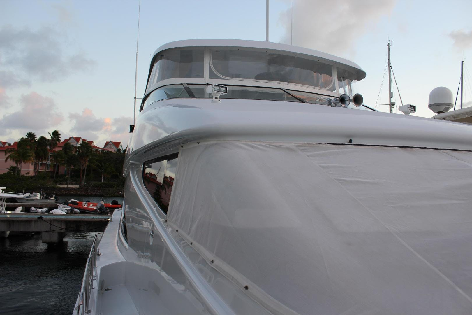 2004 Hatteras 80' 80 Motor Yacht  | Picture 8 of 74