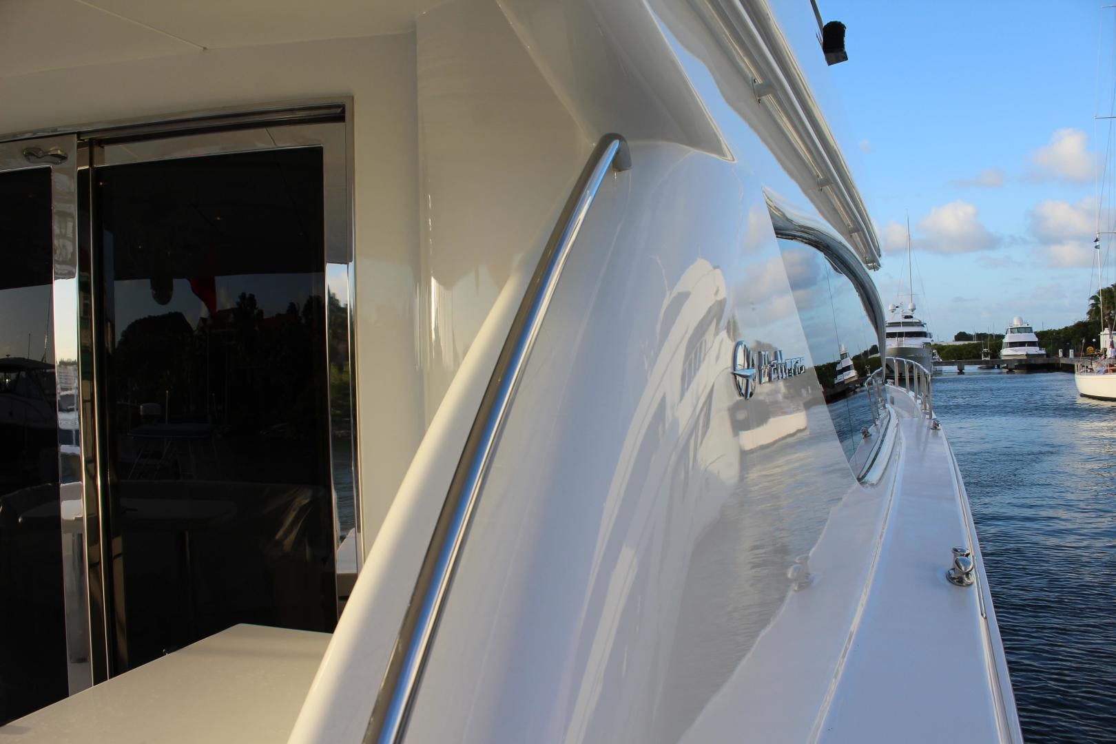 2004 Hatteras 80' 80 Motor Yacht  | Picture 3 of 74