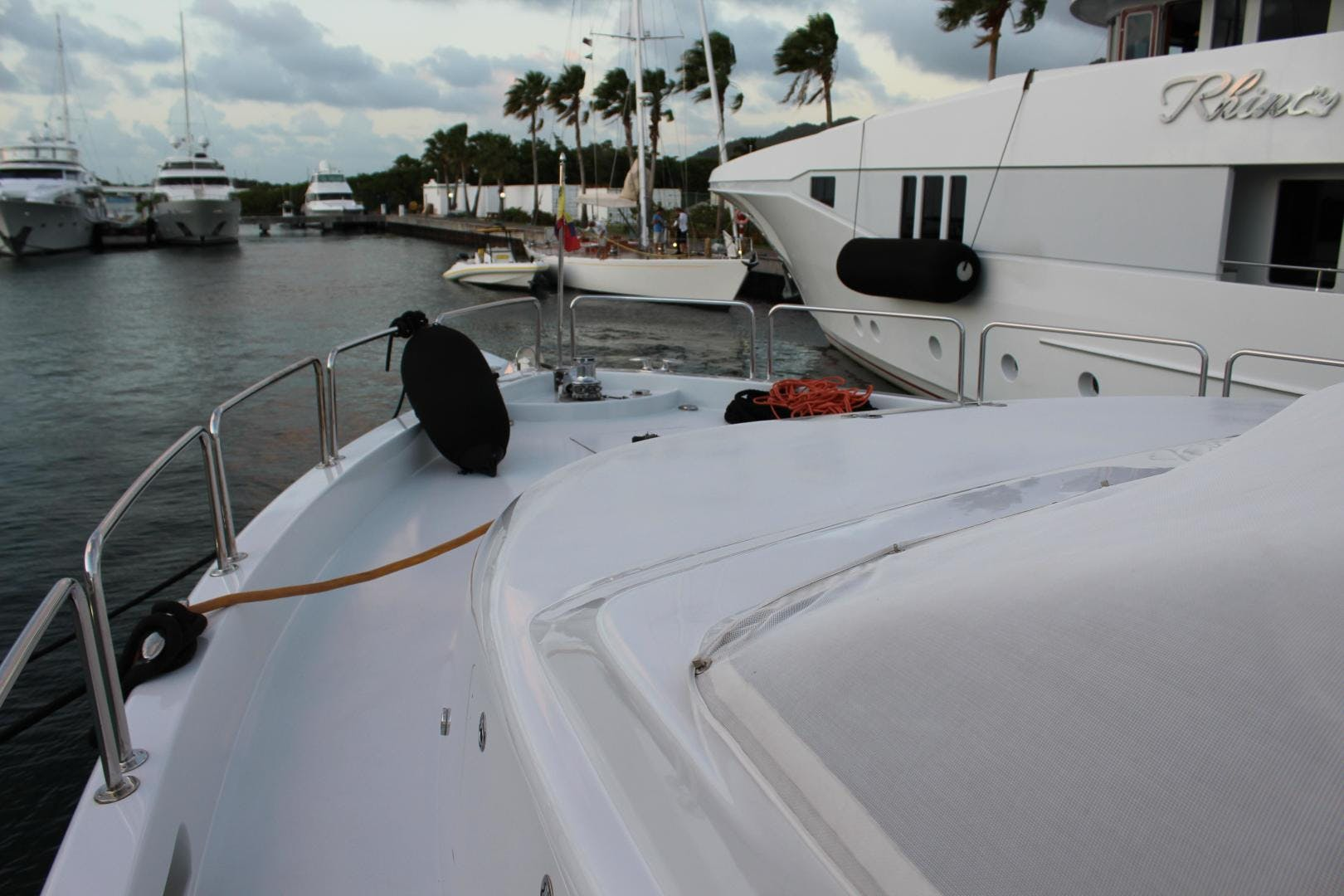 2004 Hatteras 80' 80 Motor Yacht  | Picture 4 of 74