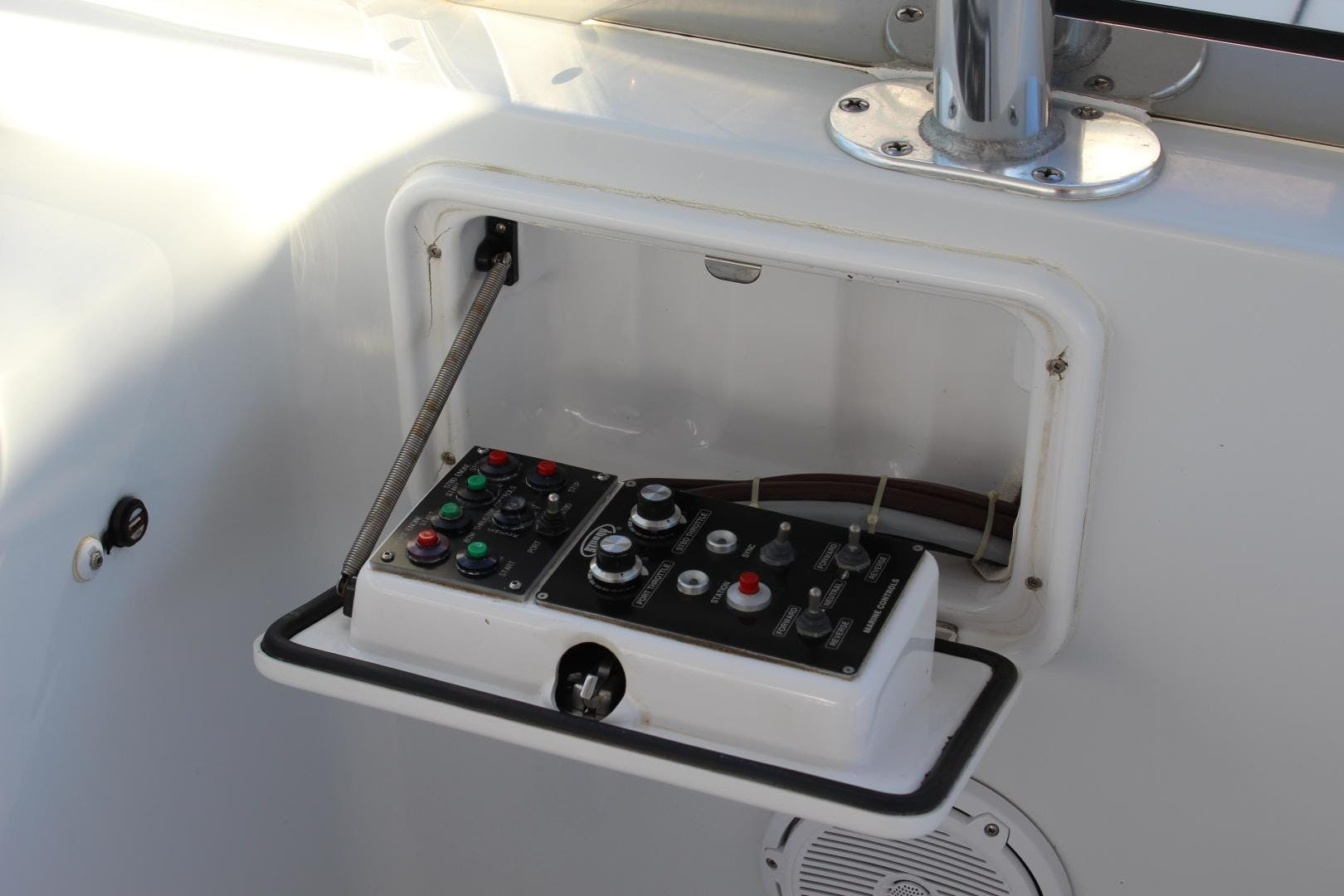 2004 Hatteras 80' 80 Motor Yacht  | Picture 7 of 74