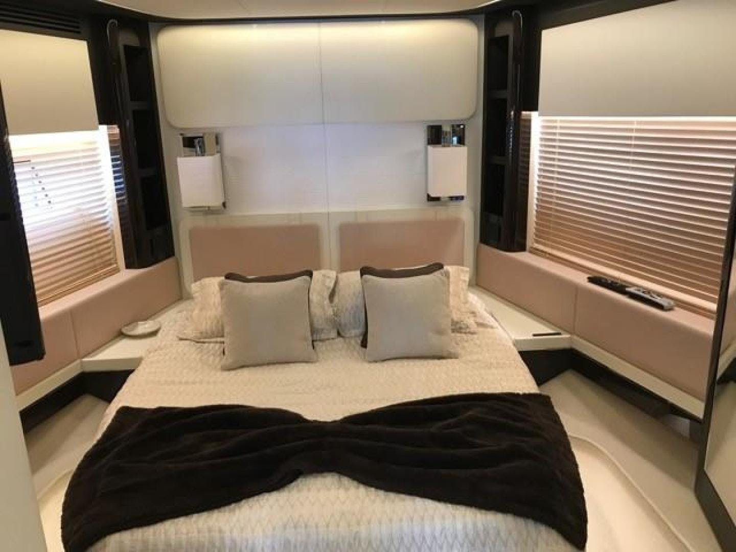 2017 Azimut 77' 77S SILVER SKY 2.0 | Picture 5 of 25