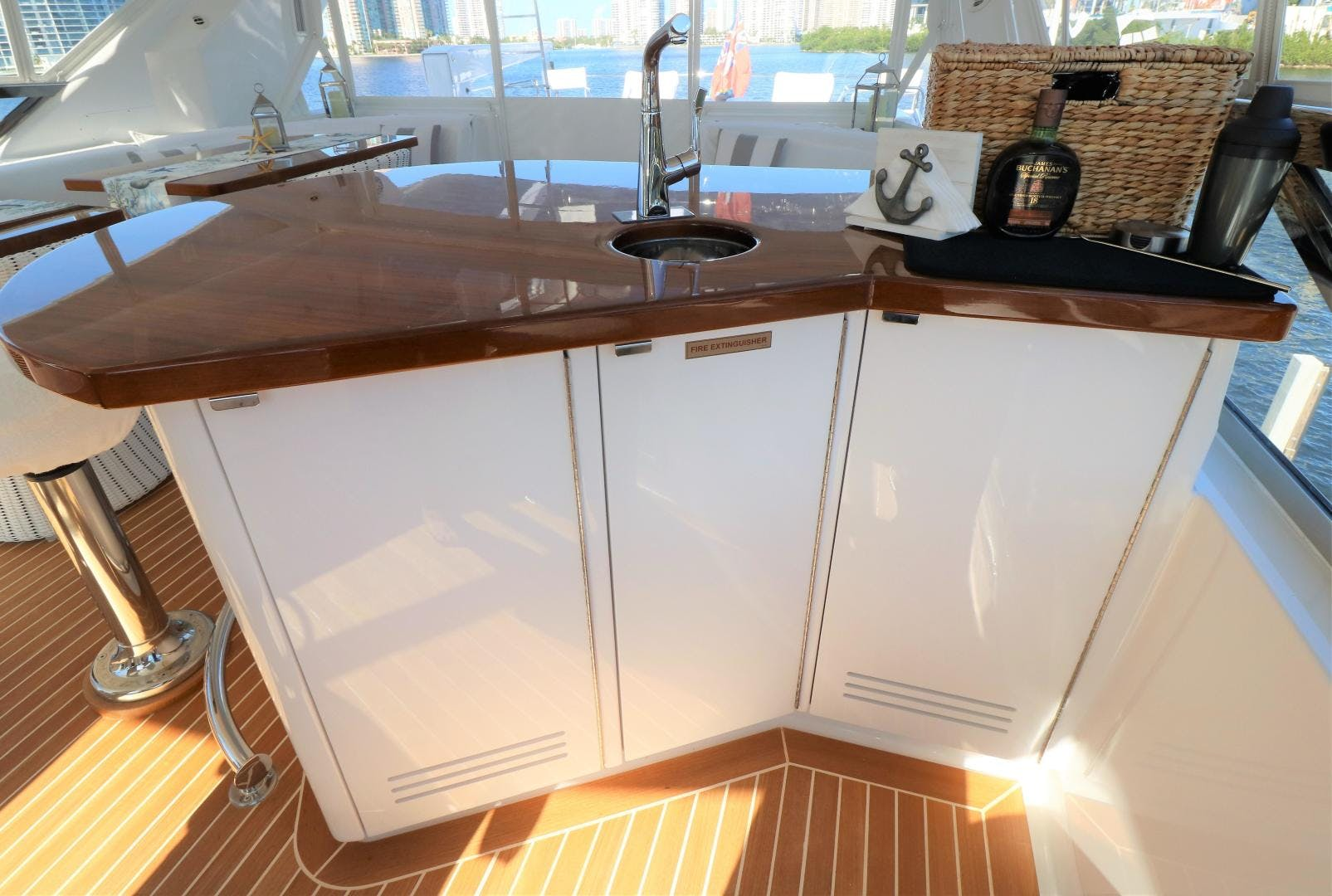 2015 Hatteras 80' 80 Motor Yacht Daddy   Picture 7 of 112