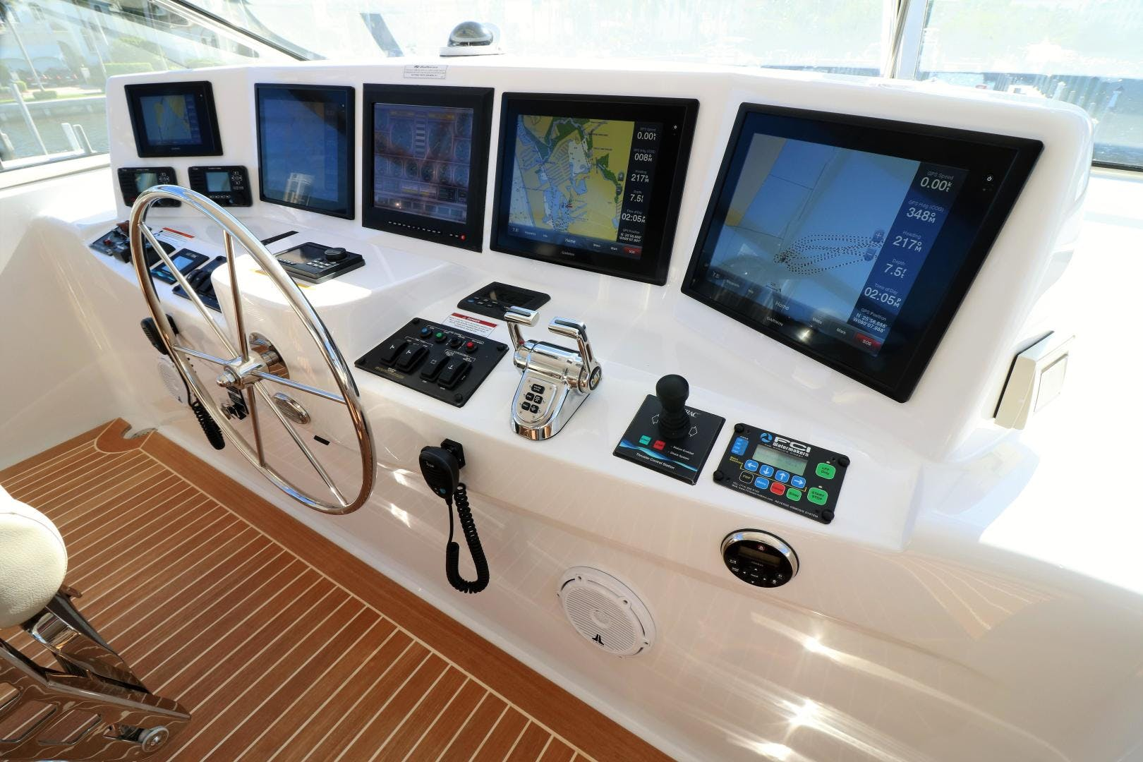 2015 Hatteras 80' 80 Motor Yacht Daddy   Picture 5 of 112