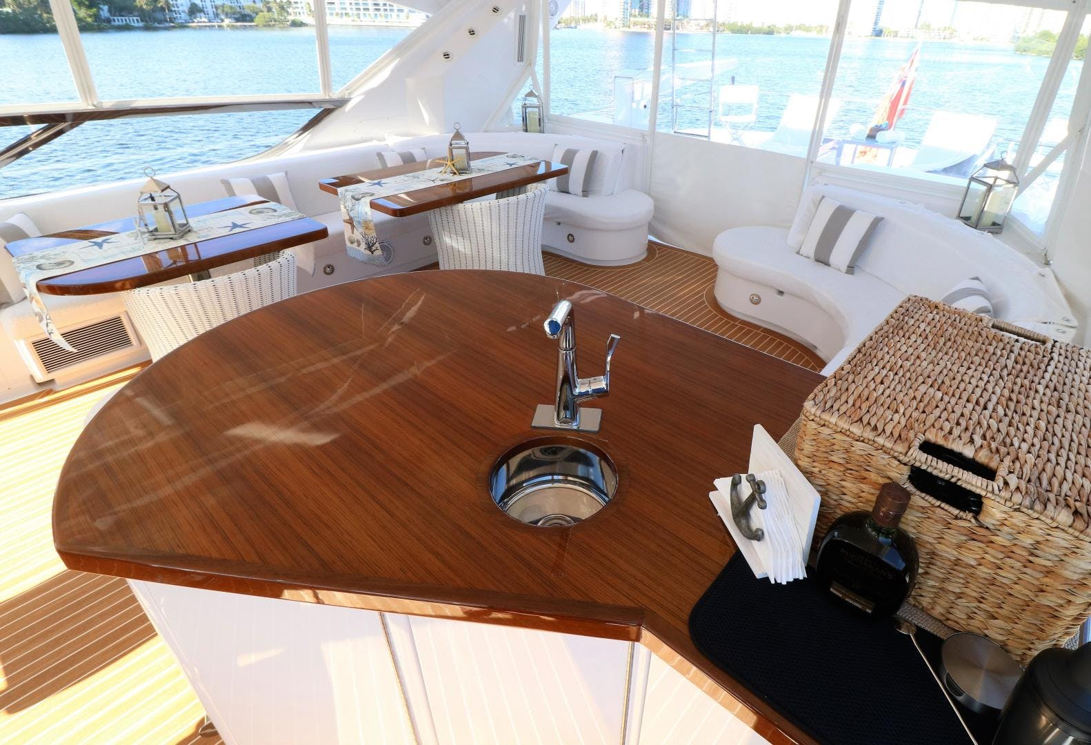 2015 Hatteras 80' 80 Motor Yacht Daddy   Picture 8 of 112