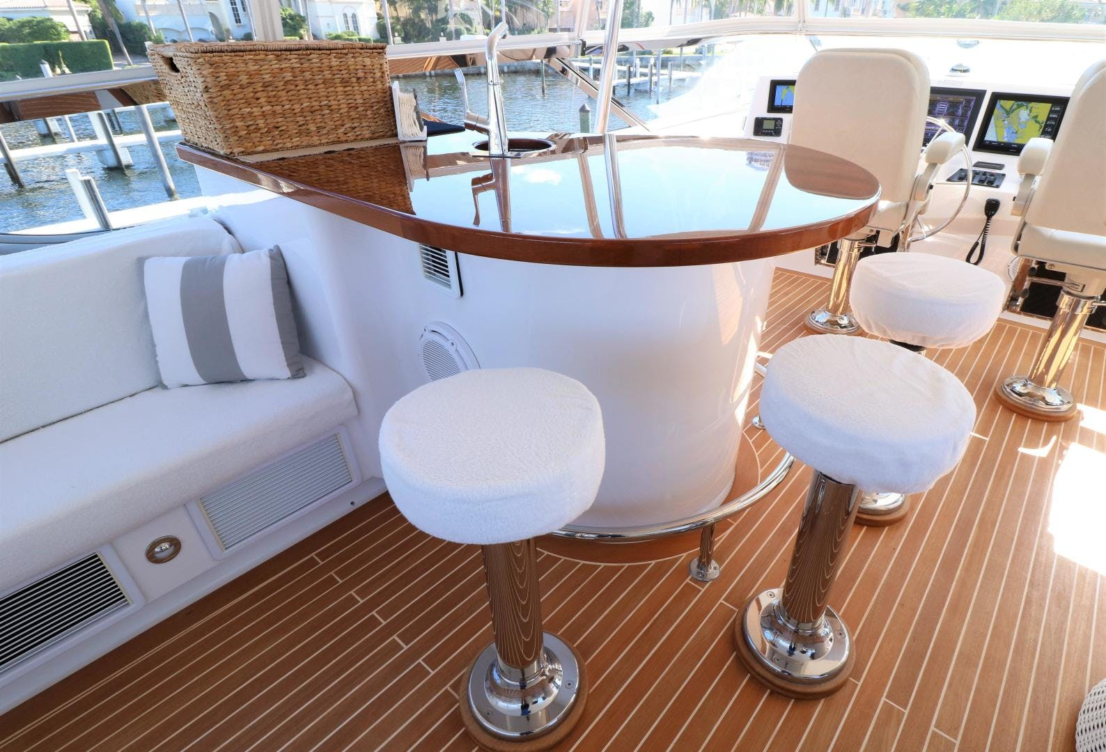 2015 Hatteras 80' 80 Motor Yacht Daddy   Picture 6 of 112