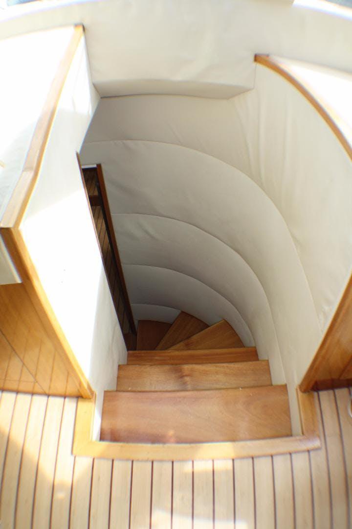 2005 Hatteras 80' 80 Motor Yacht Miscori | Picture 2 of 81