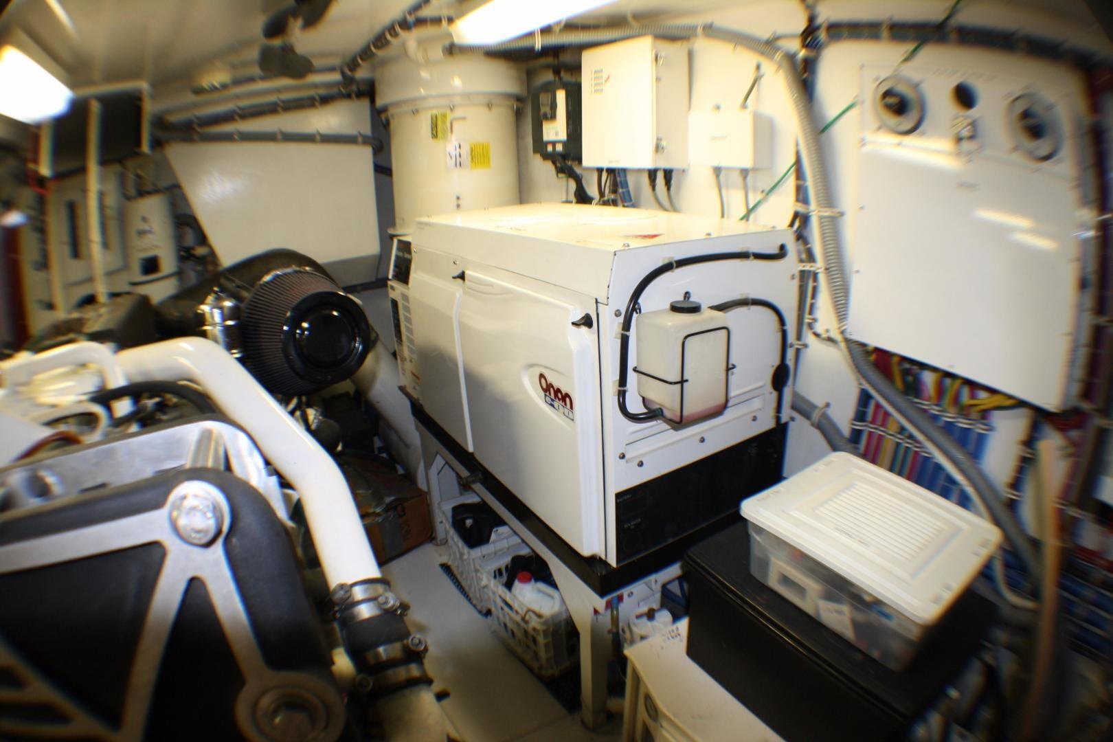 2005 Hatteras 80' 80 Motor Yacht Miscori | Picture 4 of 81