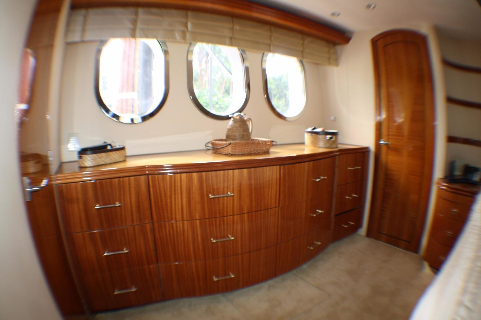 2005 Hatteras 80' 80 Motor Yacht Miscori | Picture 8 of 81