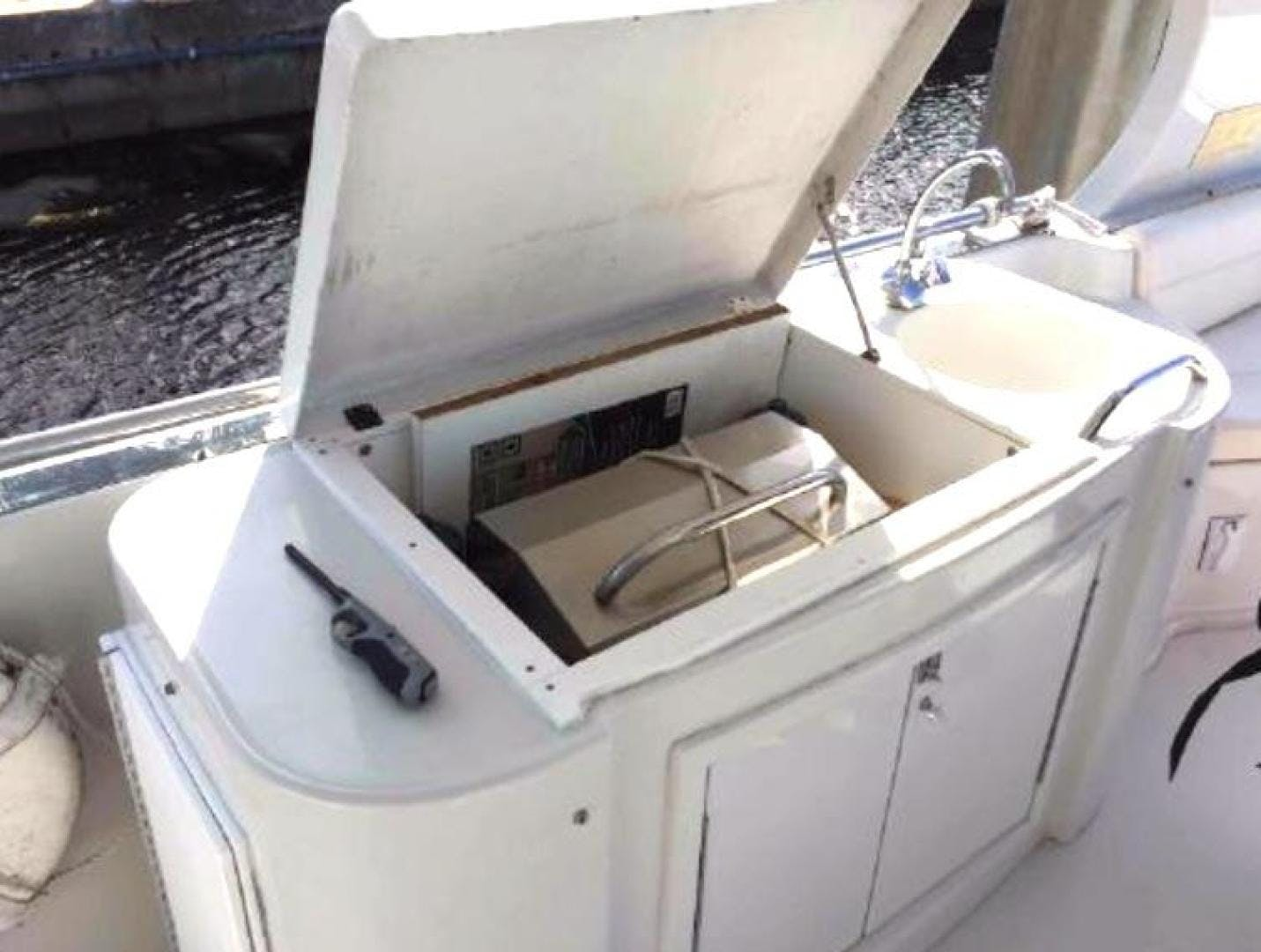2001 Bluewater Yachts 52' millennium  | Picture 4 of 55