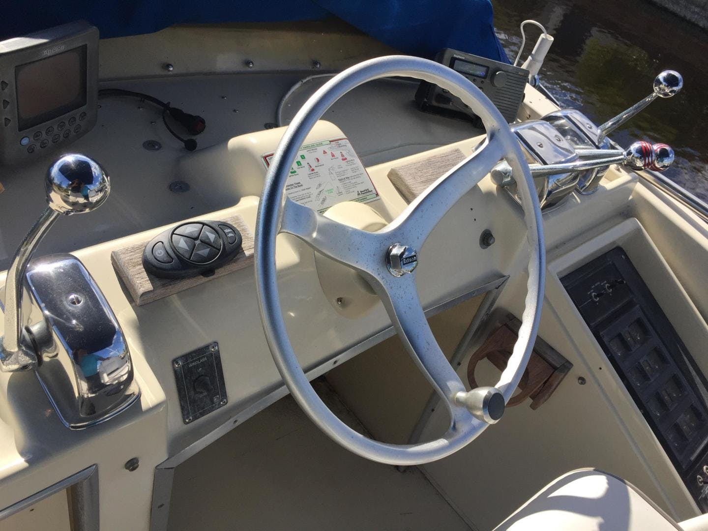 1973 Chris-Craft 36' Commander  | Picture 3 of 43