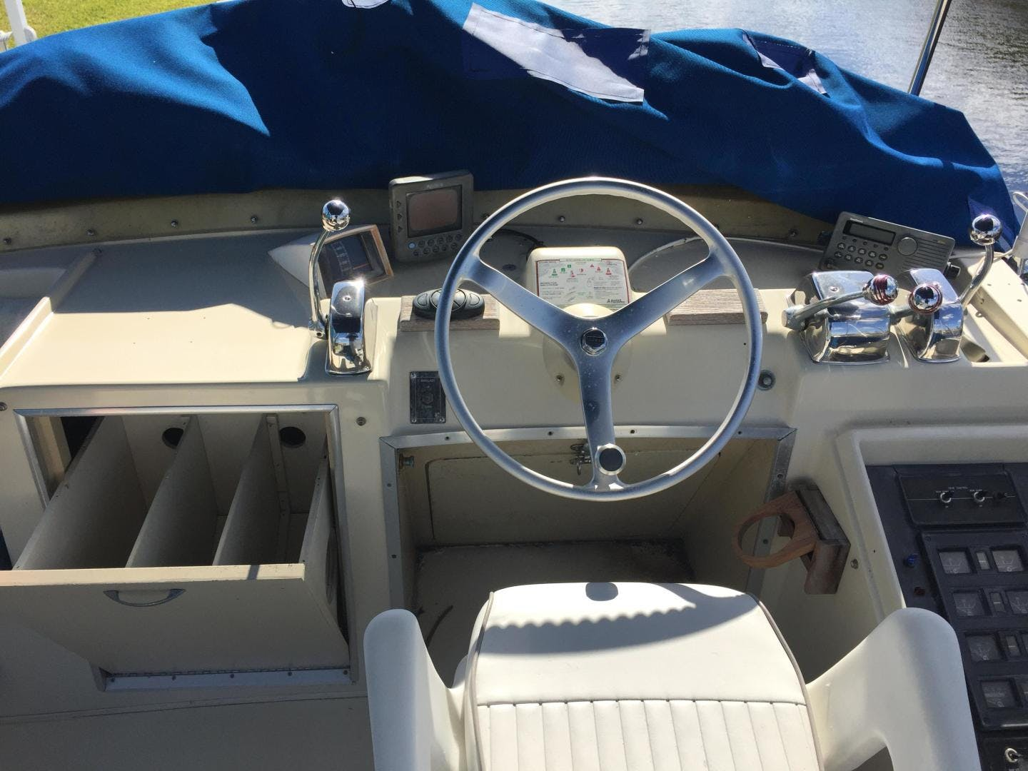 1973 Chris-Craft 36' Commander  | Picture 7 of 43