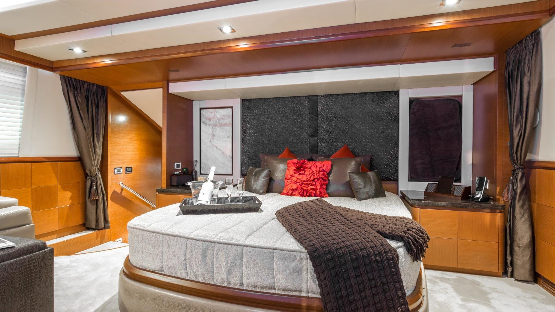 2005 Azimut 105' 105  | Picture 6 of 35