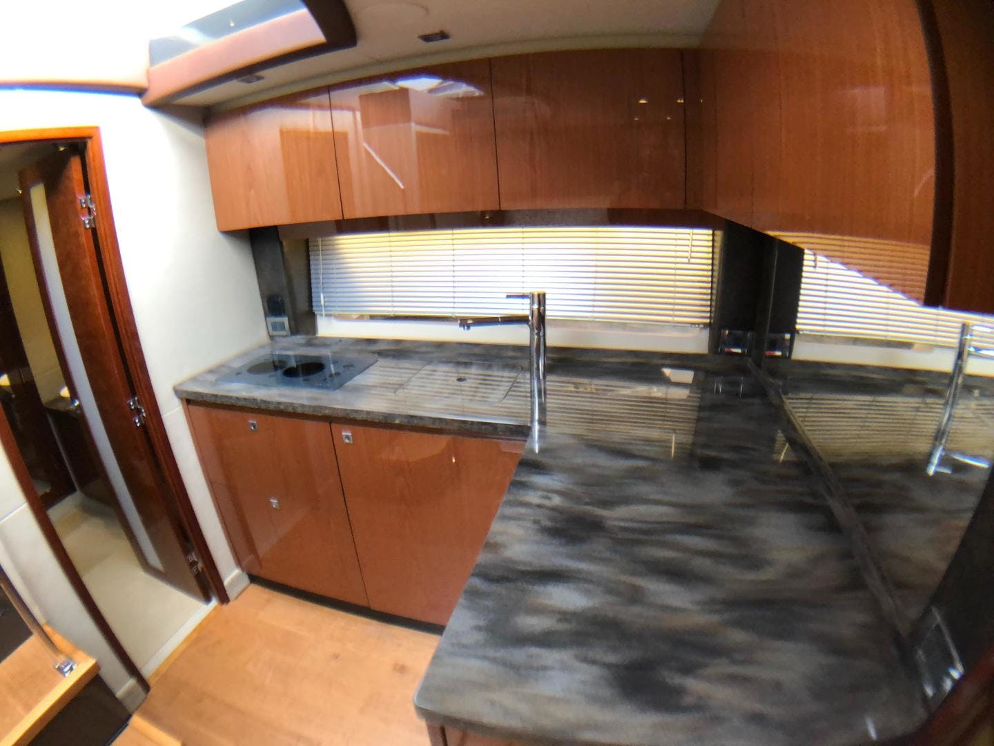 2015 Sea Ray 47' 470 Sundancer    Picture 1 of 124