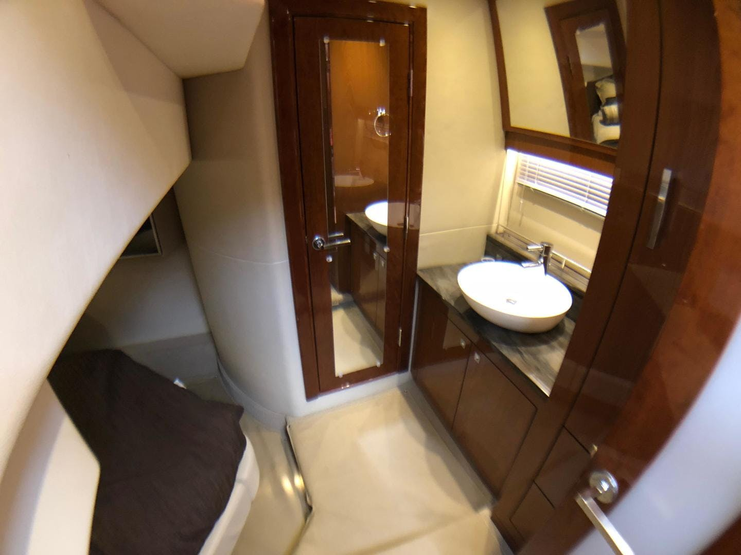 2015 Sea Ray 47' 470 Sundancer    Picture 2 of 124