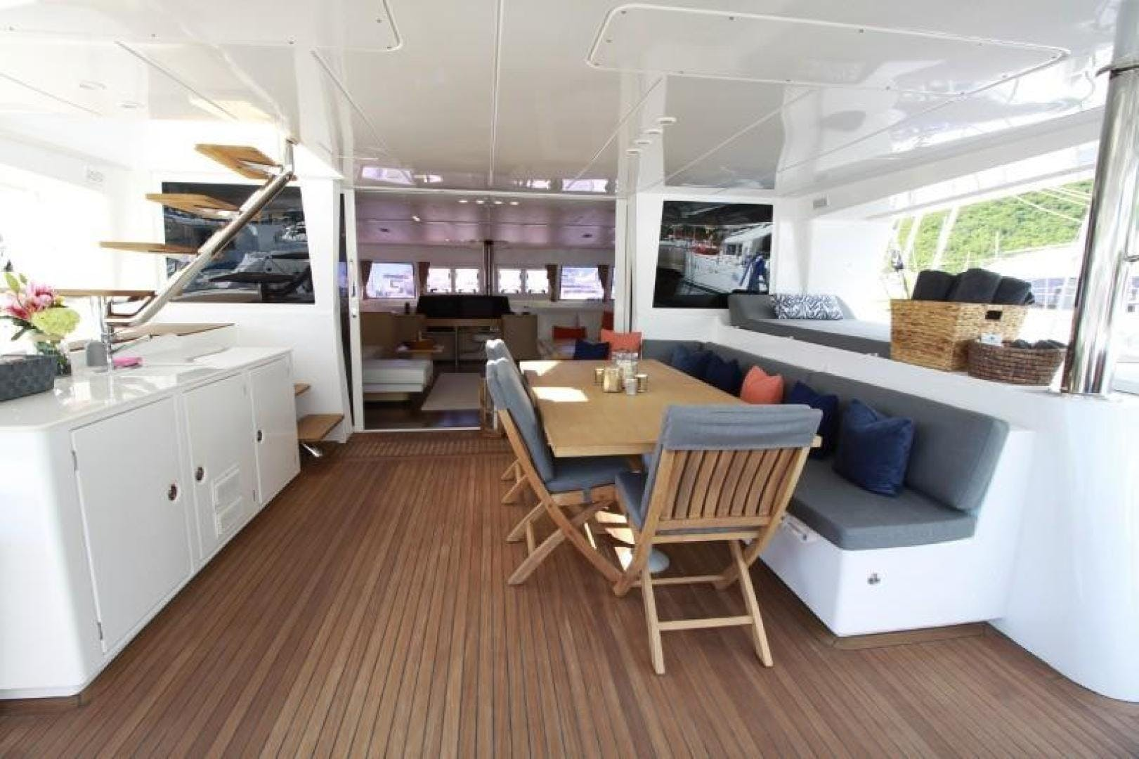 2010 Lagoon 62' 620 Lady Katlo   Picture 4 of 50