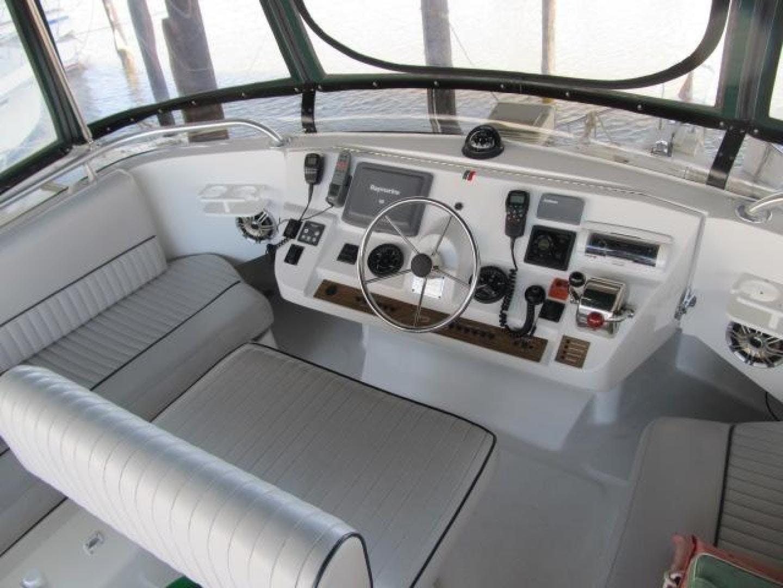 2001 Mainship 39' 390 Trawler Mutual Fun II   Picture 3 of 28