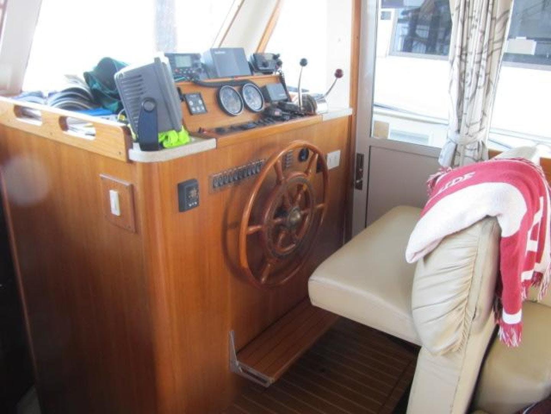 2001 Mainship 39' 390 Trawler Mutual Fun II   Picture 1 of 28