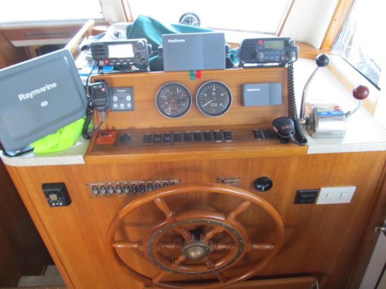 2001 Mainship 39' 390 Trawler Mutual Fun II   Picture 2 of 28