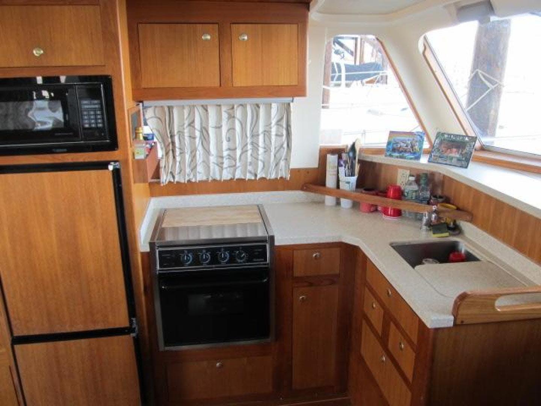 2001 Mainship 39' 390 Trawler Mutual Fun II   Picture 4 of 28