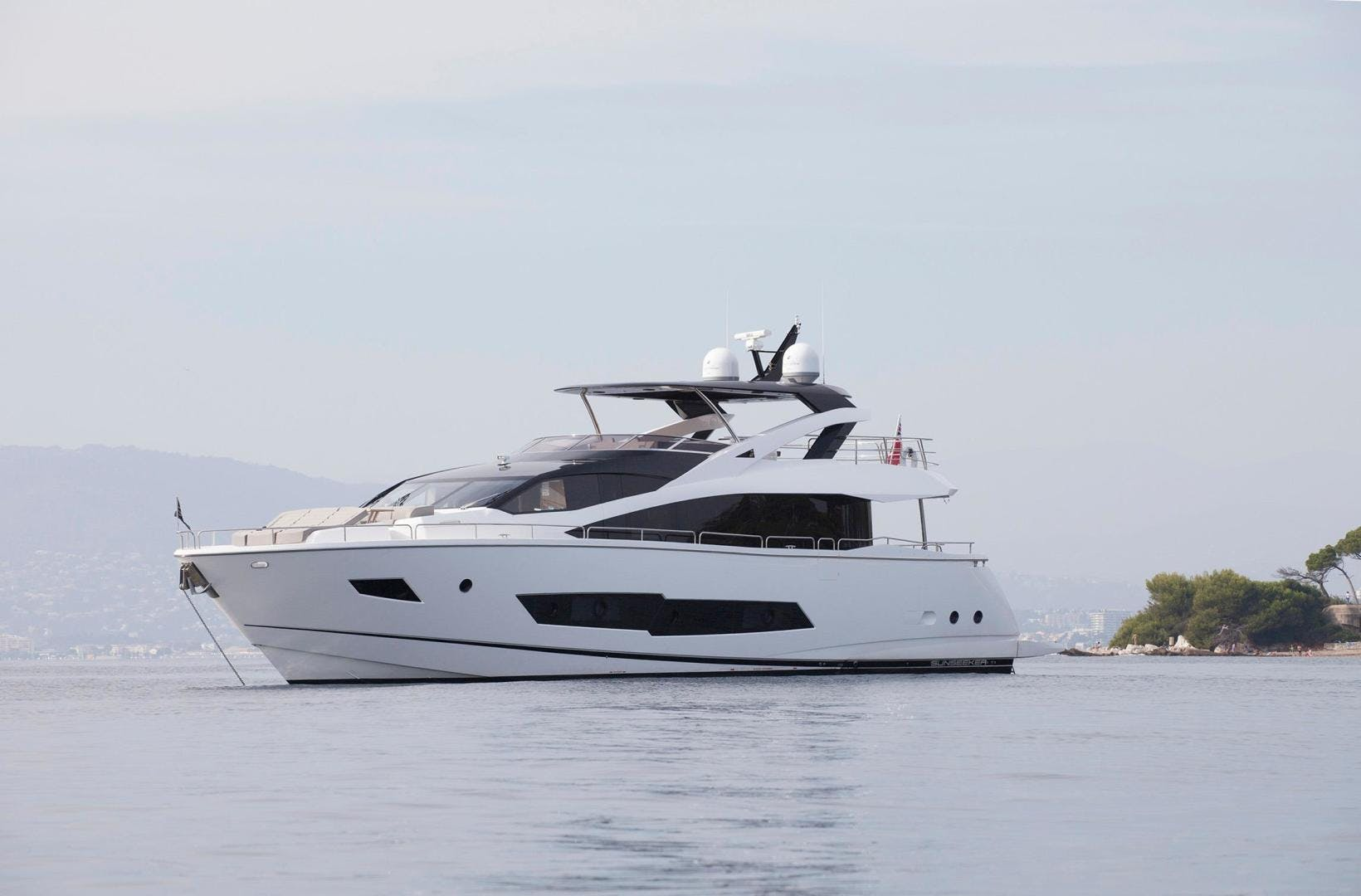2014 Sunseeker 86' 86 Yacht  | Picture 4 of 6